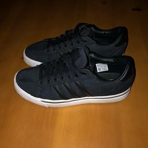 Men's size 8 Black Adidas shoes worn once.